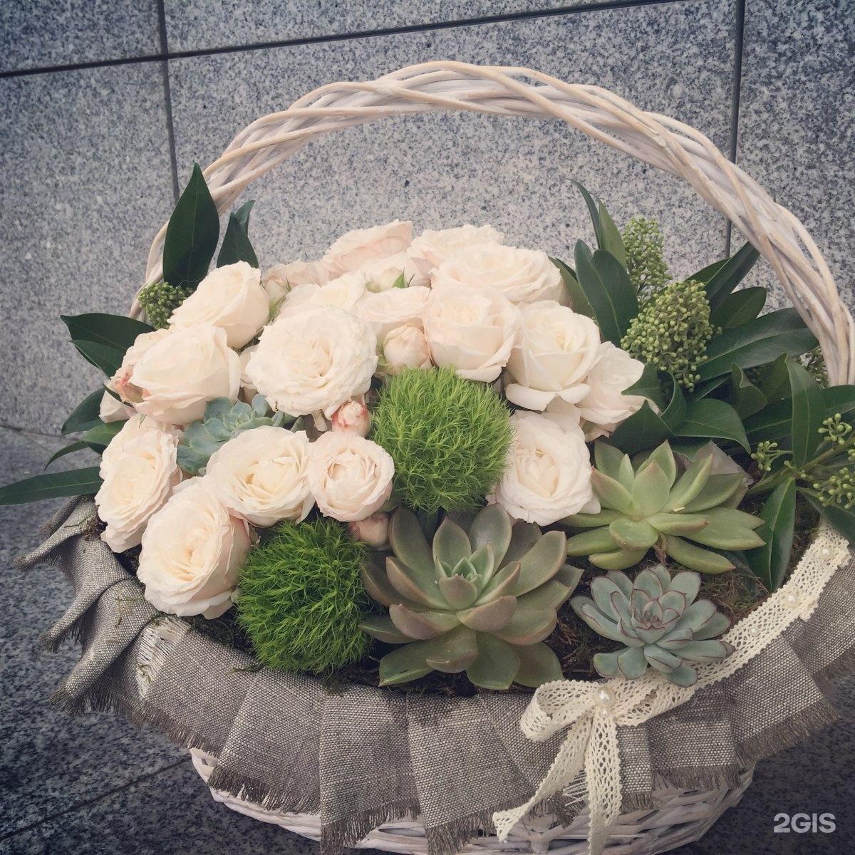 Бутоны и лепестки студия цветов и подарков 49
