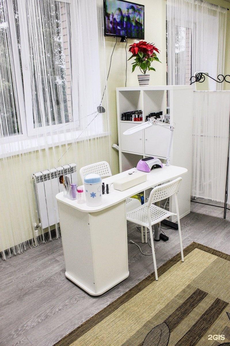 Рабочее место мастера маникюра в квартире